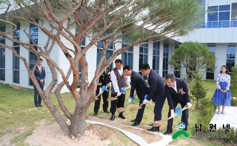 0929 청소년수련관 개관식(기념식수).jpg