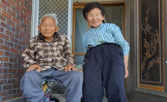 0602 아영면-최고령 100세 농가주 공익직접직불제 신청.JPG